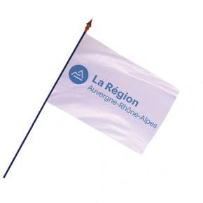 Drapeau Région Auvergne-Rhône-Alpes avec hampe et ourlets côtés  MACAP