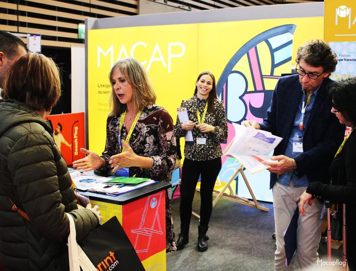 Elodie, Nathalie et Frédéric sur le stand MACAP au salon C!Print