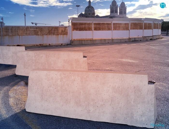 séparateur béton ou bloc béton type gba ou dba, barrière de sécurité
