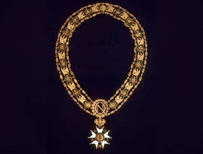 Le collier de légion d'honneur récompense les actes de bravoure