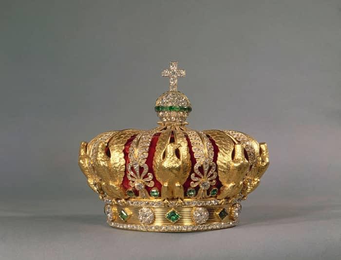 La couronne impériale est un symbole des armoiries napoléoniennes