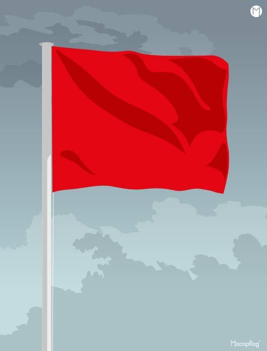 Le drapeau rouge rectangulaire indique que la baignade est interdite