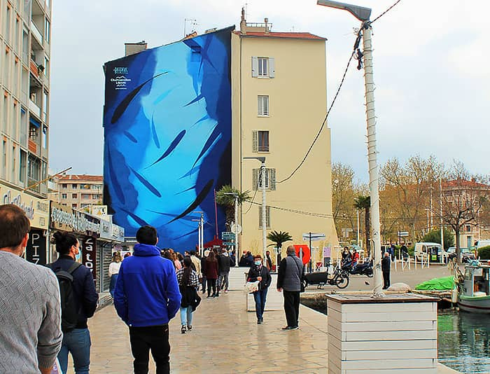 Vue de la grande fresque peinte par Michael Beerens sur le port de Toulon