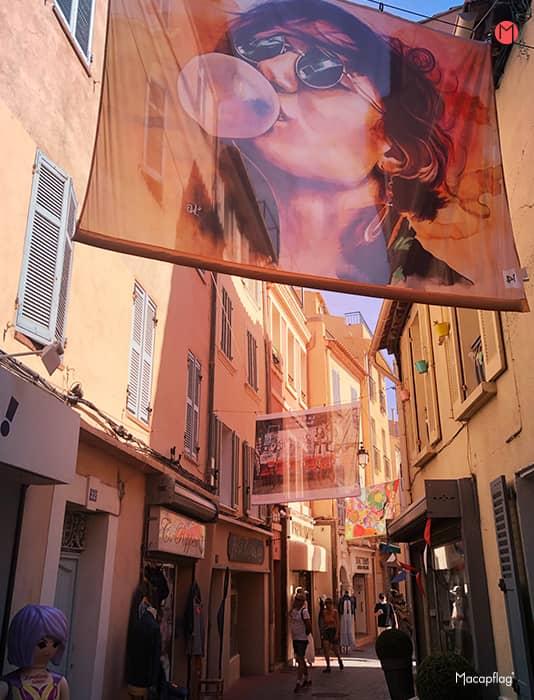 L'art suspendu dans les rues de Sanary en septembre
