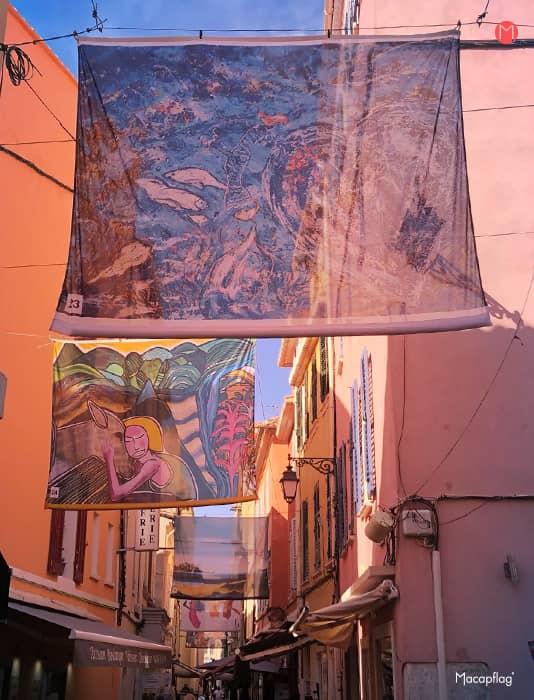 Les kakémonos de rues dans la ville de Sanary