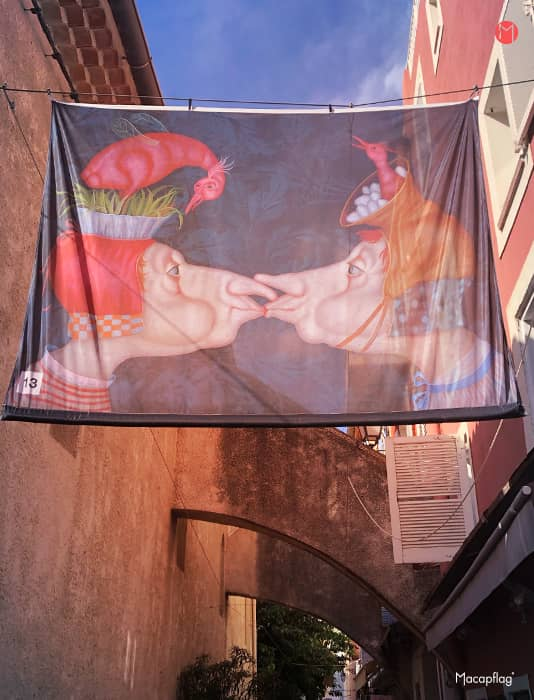 kakémono textile grand format à suspendre dans la rue